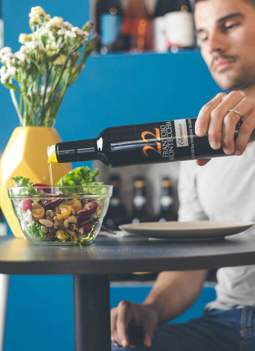 Frantoio-Montecchia-22-Golden-Classico-Olio-Extra-Vergine-Morro-D'Oro-Teramo-Abruzzo-alta-qualità-insalata-e-dieta-sana